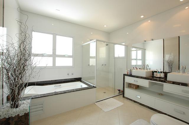 Contemporary Bathroom Accessorising Tips