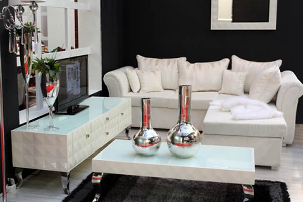 Silver Accents - Decorating With Metallics